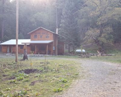 BEAUTIFUL LOG CABIN ON NOGAL CANYON CREEK / LINCOLN CO NATIONAL FOREST - Nogal