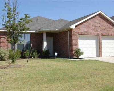 2824 Park Springs Dr, Grand Prairie, TX 75052