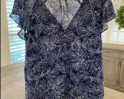 EUC (washed but never worn) H&M navy with white design top. Size 8. Fit like a M.