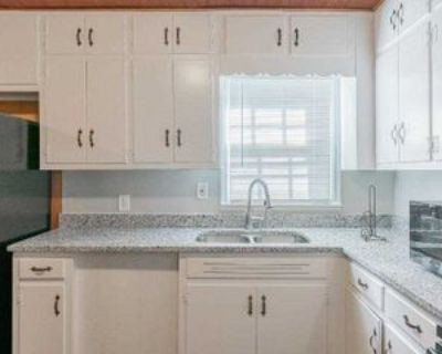 Room for Rent - a 8 minute walk to bus 193 &, Forest Park, GA 30297 1 Bedroom House