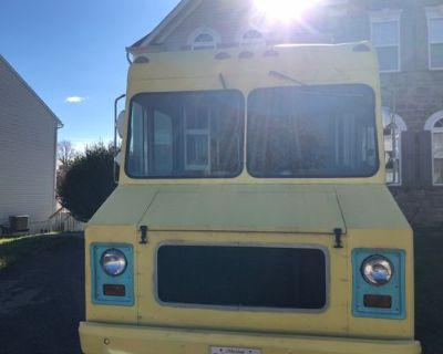 Fresh Food Truck - Chevrolet / Utilimaster / 1982