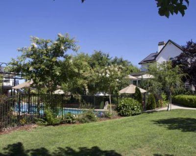 AUBURN COTTAGE POOL HOUSE, SPA AND GROUNDS - North Auburn