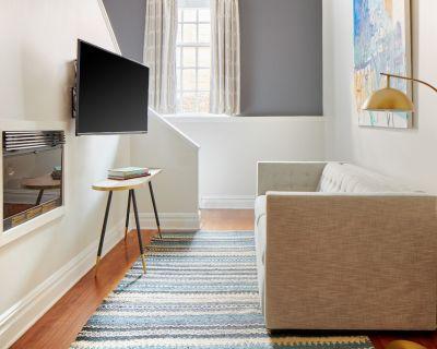 Sonder at The Arco | Duplex Suite + Lounge - Gayborhood
