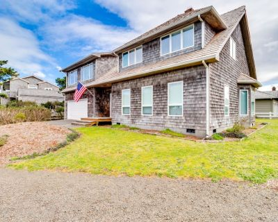Dog-friendly house near the beach with private hot tub and ocean view! - Gearhart