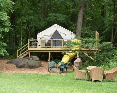 Philly Glamping Tree House w/ Hot Tub & Electric - Pottsgrove