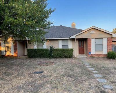 5721 Mansfield Rd, Arlington, TX 76017 By Maria Lamberts