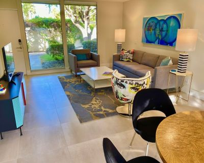 Stylish and sun filled condo with mountain views, private patio and lush grounds - Palm Springs