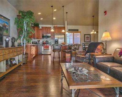 Park City Near Canyons Resort, Views, 3 HDTVs with Dish, BluRay, Hardwood Floors - Bear Hollow Village