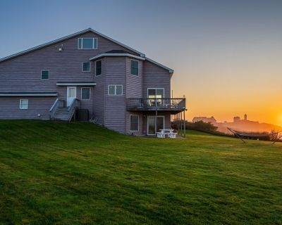 Stunning Nubble Lighthouse & Ocean Views, 3891 sq. ft. 267' of rocky coast! - York Beach