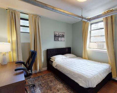 Private room with shared bathroom - Boston , MA 02135
