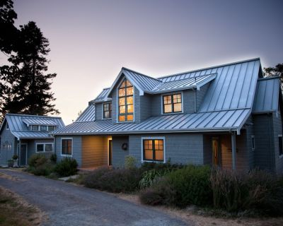 Waterfront home, stunning sunsets, mooring buoy, sleeps 11 - Eastsound