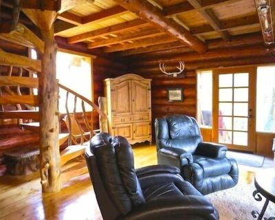 Cozy Rustic Log Home Living With Wood Fireplace And Hot Tub - Otter Point