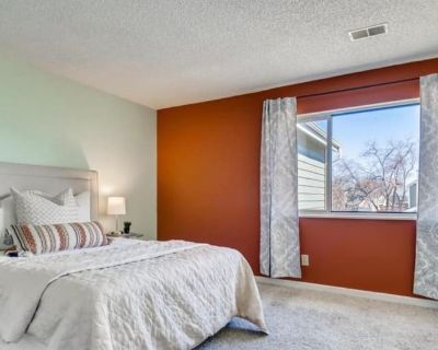 Private room with own bathroom - Denver , CO 80231