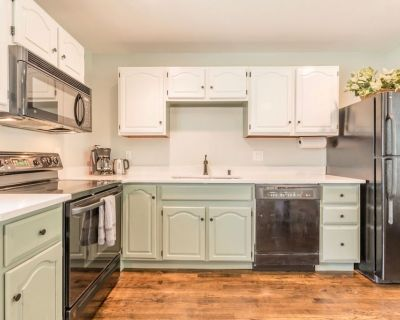 New Remodel! 2 BR, 5 min to downtown - West End