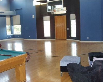 Estate House with Indoor Basketball Court - Alhambra