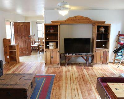 Close to Midtown! Big living area with shuffle board table! - Ruidoso