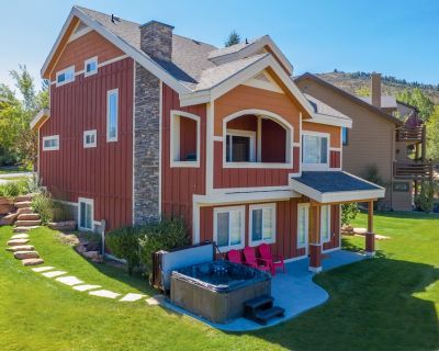 New! Family Friendly Retreat for 19 w/Hot Tub and Views - Bear Hollow Village