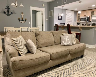 Newly-Renovated 2-BR Condo in Pilot House + Golf Cart Coming Fall 2021!!! - Baytowne Wharf