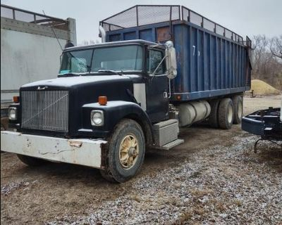 1992 Volvo tandem with silage grain combo box
