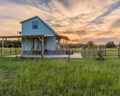 Cottage on Two Angels Ranch - Fredericksburg