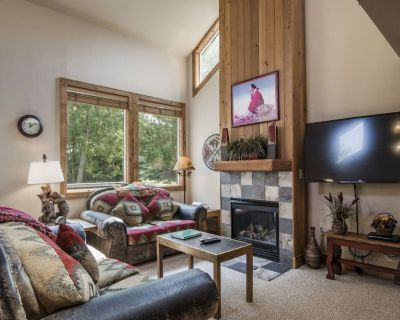 *FREE RAFTING* Perfect Summer Retreat Outdoor Pool. No Car Needed, Private Laundry, Self Check-In - Downtown Park City