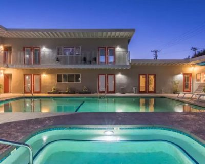 #2 Mineral Water Poolside Queen Suite w/ Kitchenette - Adult Only Property - Desert Hot Springs