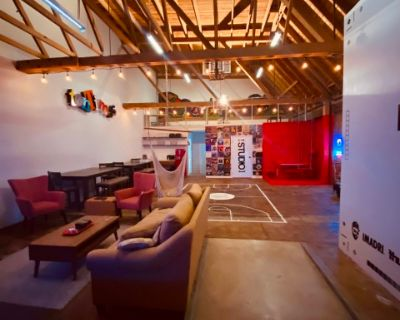 Super Creative 1920's Industrial Event Space. Perfect for: Listening Parties, Live Music, Game Night, Launch Events, Industry Panels, Birthday's & Much More. Located blocks from Staple Center DTLA., Los Angeles, CA