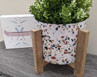"""New! 6"""" Metal Plant Pot in Wood Stand for pick up in Cooper's Crossing Airdrie"""