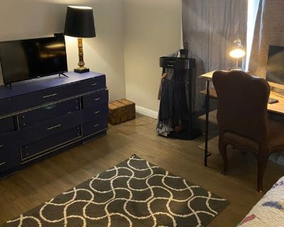 Private room with shared bathroom - Fort Worth , TX 76111