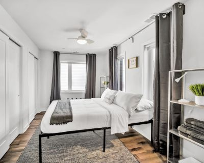 NEW Lovely Styled 2bdr Suite With Coffee Gym Wifi Rooftop Patio - Southwest Center City