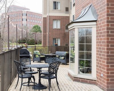 Equipped Suite Near the Heart of Chicago   Free Shuttle + Complimentary Breakfast - Oakbrook Terrace