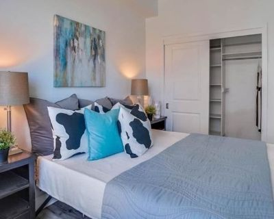 Private room with shared bathroom - Long Beach , CA 90802