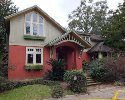 Historic Craftsman Style Home Located At The Edge Of Downtown Fairhope. - Fairhope