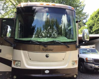 Very low miles! 2007 Holiday Rambler Neptune XL w/3 slides