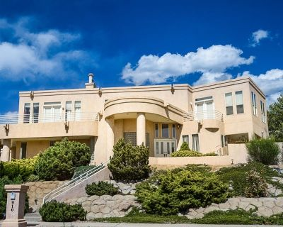 MAJESTIC LUXURY IN THE ABQ FOOTHILLS! SANITIZED THOROUGHLY AFTER EVERY STAY!! - Foothills South