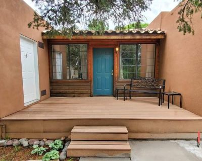 Saddle Up!: Cute, 2 bedroom Right Behind Midtown!