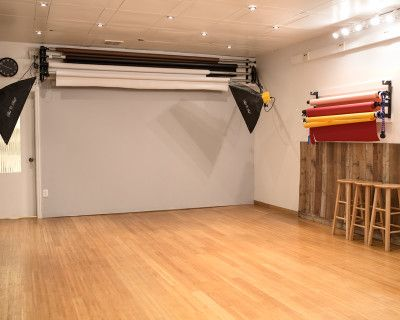 UWS Studio w/ Backdrops & Alien Bee Lighting + Softboxes Included, New York, NY