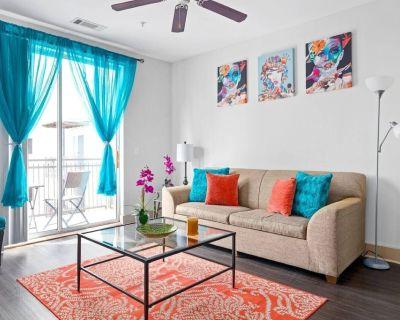 Sleeps 6 Modern Downtown/ Midtown Apartment - SoNo