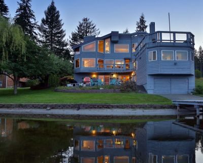 Amazing, Large, Lakefront House with Private Dock, 2 Kitchens, Paddle Boards - Clinton