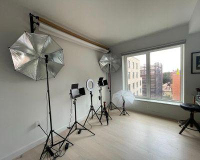 Luxury, Urban Modern-designed 3 Bedroom with Private Terrace & Manhattan Skyline Views, Brooklyn, NY