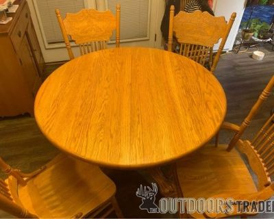 FS Kitchen table with 6 chairs and leaf