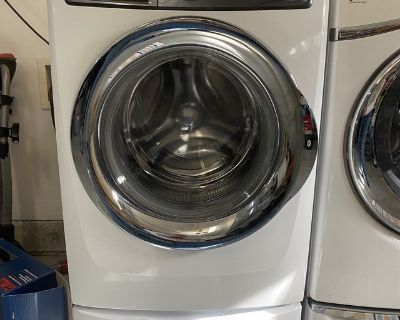 HE Washer and Dryer with Pedestal