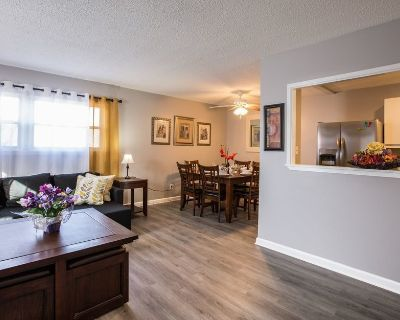 Unit 4: Cute and affordable 3BDR duplex in Overland Park for up to 10 people! - Overland Park