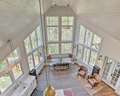 Tryon Smart Home w/ Hot Tub - 18 Mins from TIEC! - Tryon