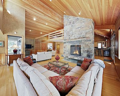 New Listing! Elegant Mountain Home w/ Hot Tub & 3 Fireplaces - Near Skiing - Park City