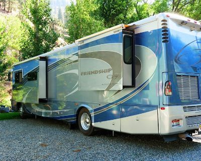 Friendship - Luxury Motorhome by the River - New Meadows