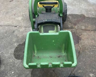 Kids electric tractor (NEEDS BATTERY)