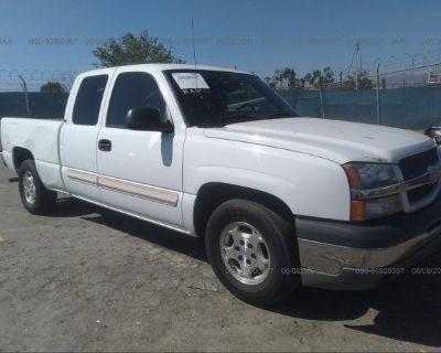 Salvage White 2004 Chevrolet Silverado 1500