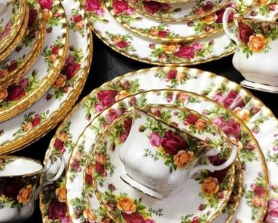 """Royal Albert """" Old Country Roses """" 8 x6 pieces Sets, Teapot Plus"""