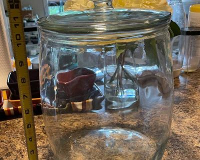 Cookie Jar with glass lid.